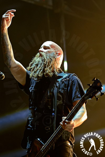 foto-Chris-Kael-bass-FiveFingerDeathPunch-100-Ways-to-Hate-2013