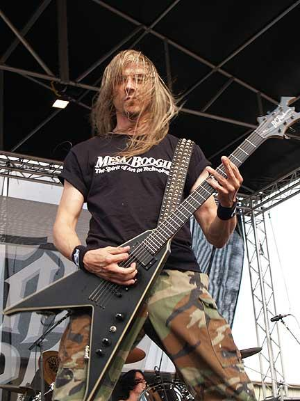 picture-Darrell-Roberts-guitarist-5FDP-guitarist-White-Knuckles-live-2009