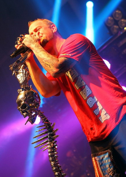 foto-Ivan-Moody-leader-groove-metal-Five-Finger-Death-Punch-2013