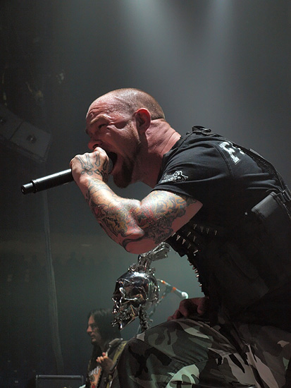 picture-Ivan-Moody-vocal-heavy-metal-FiveFingerDeathPunch-2010
