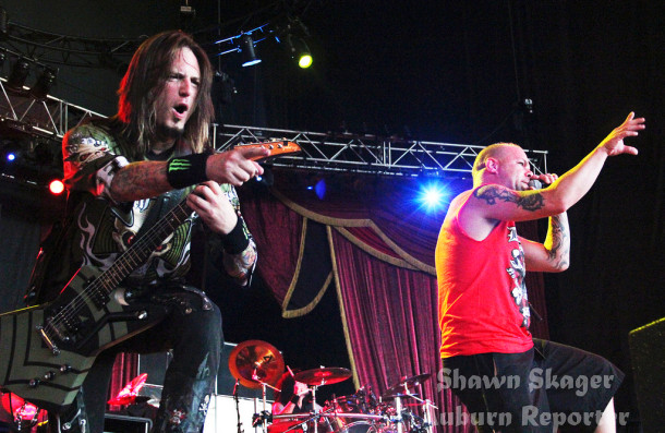 photo-Jason-Hook-lead-guitar-FiveFingerDeathPunch-ex-Alice-Cooper-2010