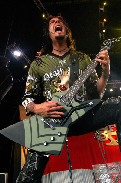 photo-Jason-Hook-solo-guitar-FiveFingerDeathPunch-Ibanez-Xiphos-2011