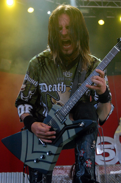 picture-Jason-Hook-solo-guitar-5FDP-Bulletboys-Gibson-Les-Paul-2011