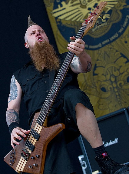 foto-Matt-Snell-bass-ex-FiveFingerDeathPunch-Falling-in-Hate-2009