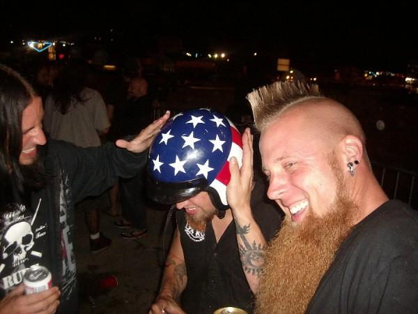 photo-Matt-Snell-bass-ex-Five-Finger-Death-Punch-Falling-in-Hate-2008