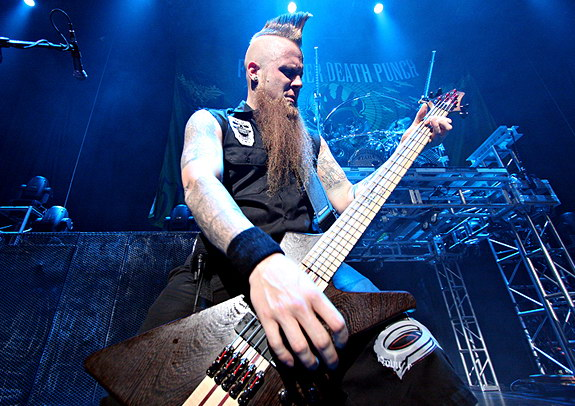 photo-Matt-Snell-bass-guitarist-ex-5FDP-Falling-in-Hate-2010