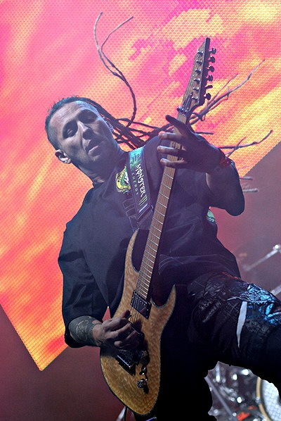 photo-Zoltan-Bathory-Shredder-metal-FiveFingerDeathPunch-ex-UPO-2012