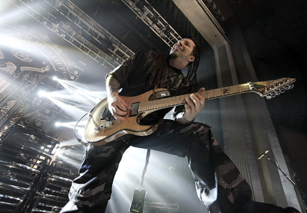 photos-Zoltan-Bathory-guitar-FiveFingerDeathPunch-ex-UPO-BC-Rich-2011