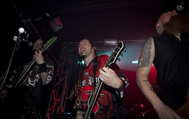 photos-FiveFingerDeathPunch-Jason-Hook-Far-from-Home-gruppa-2009