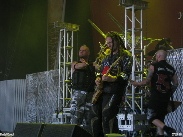 photo-gryppa-Five-Finger-Death-Punch-Jason-Hook-Rockstar-Energy-2010