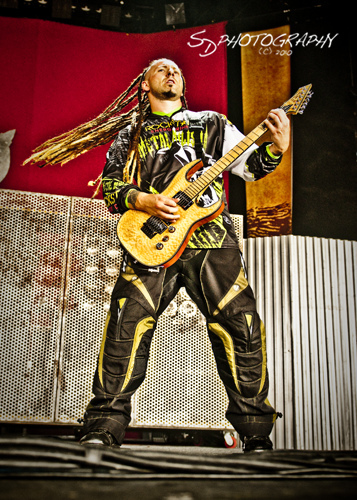 photo-gryppa-FiveFingerDeathPunch-Jason-Hook-Fox-Theatre-on-stage-2010