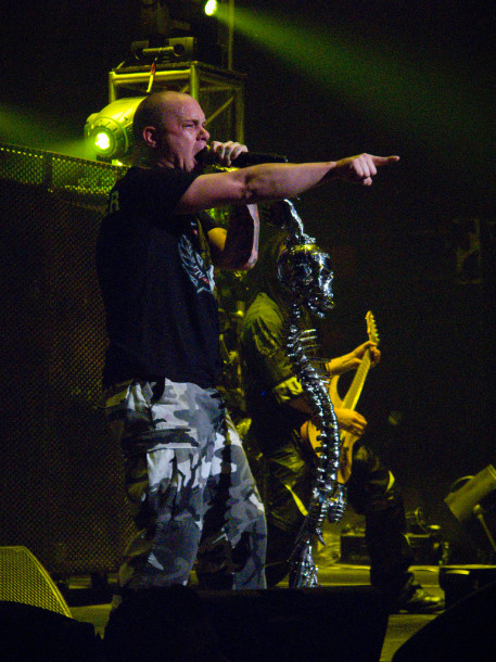 photograph-metal-band-5FDP-Ivan-Moody-Rock-On-The-Range-2010-metal