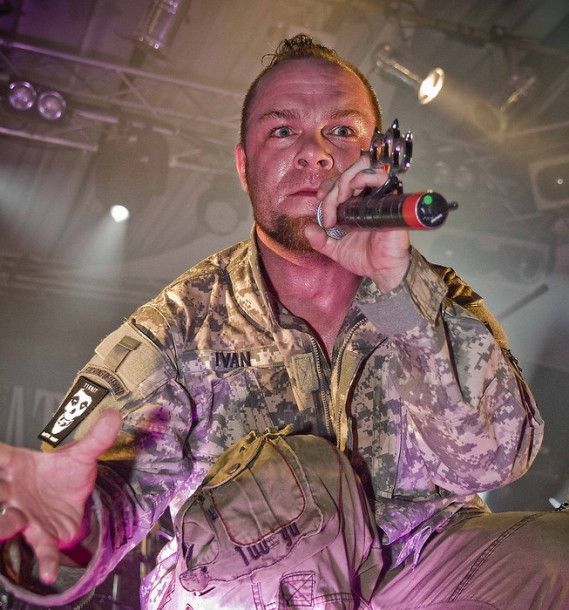 pictures-band-FiveFingerDeathPunch-Ivan-Moody-Hammerfest-2010