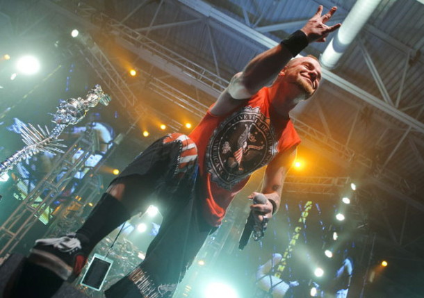 foto-gruppa-Five-Finger-Death-Punch-Jason-Hook-Shaw-concerts-2011
