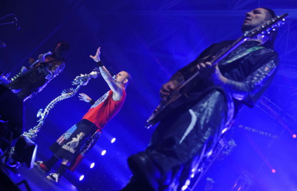 photograph-group-5FDP-Ivan-Moody-Mayhem Fest-on-stage-2011-rock