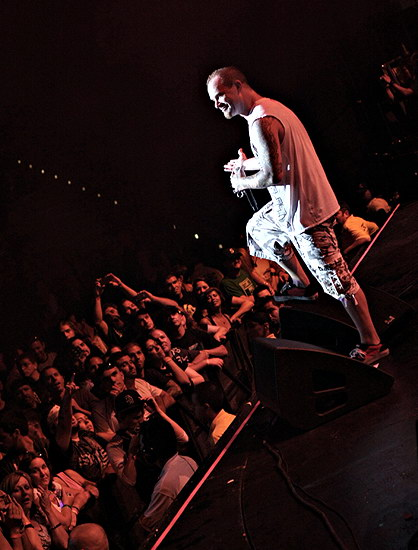 picture-gryppa-FiveFingerDeathPunch-Jeremy-Spencer-Arena-2011