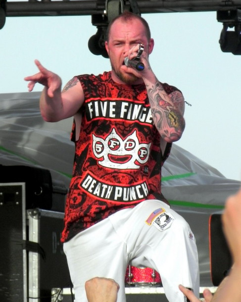 foto-Moody-FiveFingerDeathPunch-Fort-Wayne-Furious-and-Deadly-2012