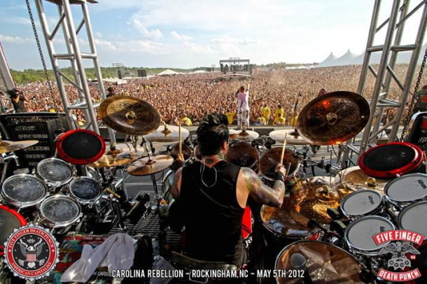 photo-Ivan-Moody-FiveFingerDeathPunch-Menace-USA-festival-2012