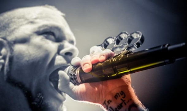 photo-performing-group-FiveFingerDeathPunch-Back-for-More-Canada-2012