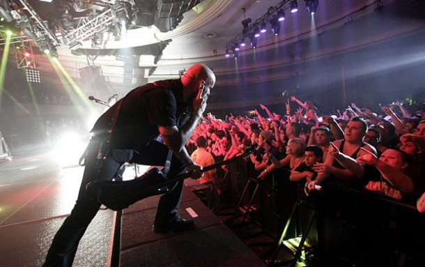 photograph-Chris-Kael-FiveFingerDeathPunch-The-Bleeding-USA-tour-2012