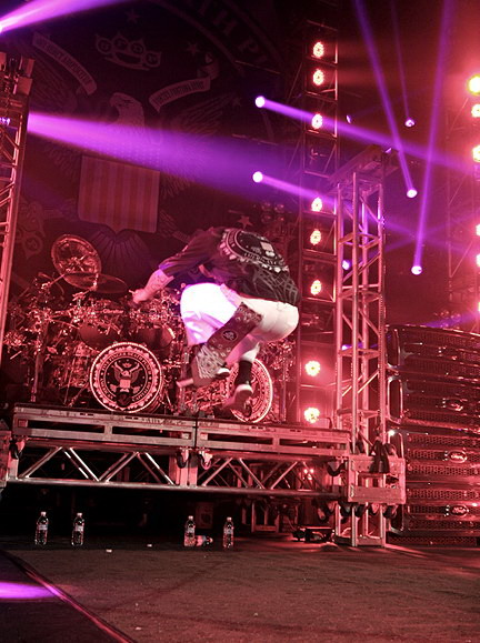 picture-Jason-FiveFingerDeathPunch-Syracuse-Rock-on-the-range-2012