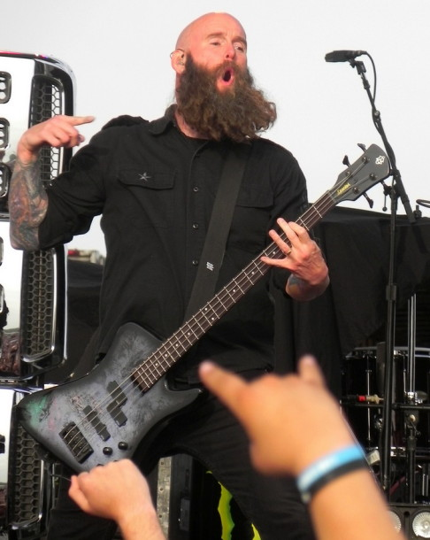 picture-Zoltan-FiveFingerDeathPunch-Lubbock-Furious-and-Deadly-2012