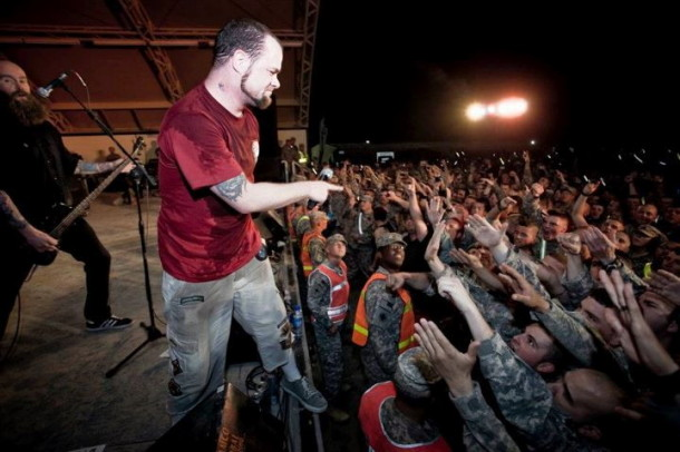 pictures-Ivan-Moody-FiveFingerDeathPunch-in-Kuwait-2012-soldiers