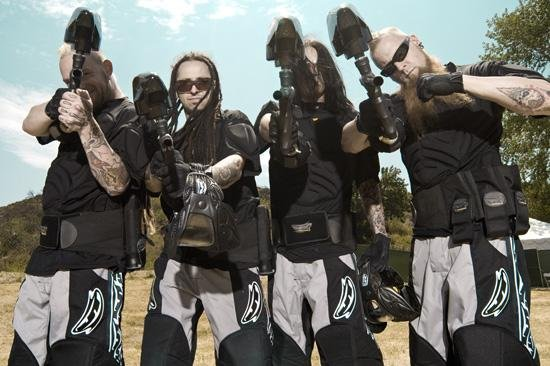 foto-Five-Finger-Death-Punch-group-Ivan-Moody-zhizn-vne-sceny-2009