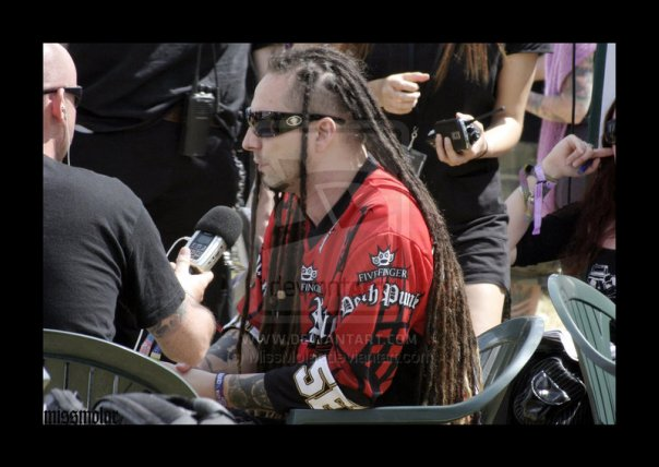photo-Five-Finger-Death-Punch-gryppa-Zoltan-Bathory-out-scene-2008