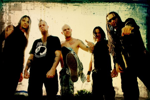 photograph-Matt-Snell-FiveFingerDeathPunch-metal-band-out-scene