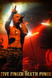 fotografii-Ivan-Moody-vocals-heavy-metal-Five-Finger-Death-Punch-2011