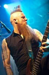 foto-Matt-Snell-bass-guitar-ex-FiveFingerDeathPunch-Crossing-Over-2008