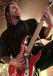 foto-Zoltan-Bathory-Shredder-Five-Finger-Death-Punch-ex-UPO-2013