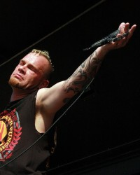 photo-FiveFingerDeathPunch-concert-Darrell-Roberts-group-2008