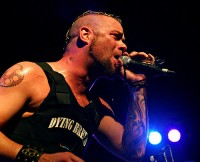 foto-FiveFingerDeathPunch-Matt-Snell-Crossing-Over-gruppa-2009-metal