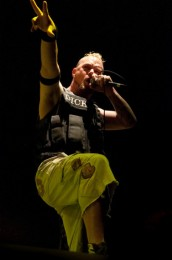 photo-group-FiveFingerDeathPunch-Jason-Hook-Extreme-Thing-2010