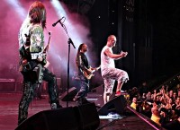 foto-group-FiveFingerDeathPunch-Jason-Hook-Music-Festival-concert-2011
