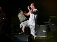photo-gryppa-FiveFingerDeathPunch-Ivan-Moody-Share-the-Welt-tour-2011