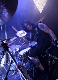 photos-gruppa-Five-Finger-Death-Punch-Chris-Kael-Edmonton-2011