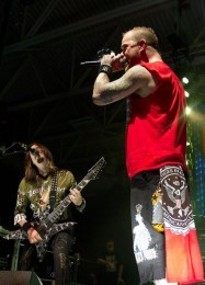 pictures-gryppa-Five-Finger-Death-Punch-Ivan-Moody-Share-the-Welt-2011