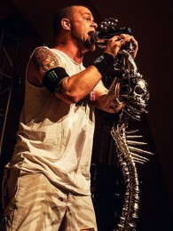 foto-Chris-Kael-FiveFingerDeathPunch-Never-Enough-festivals-2012