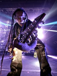 foto-live-band-Five-Finger-Death-Punch-Back-for-More-concerts-2012