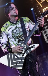 foto-Zoltan-FiveFingerDeathPunch-Knoxville-Furious-and-Deadly-2012