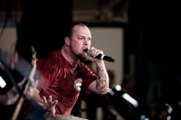 photos-Jeremy-Spencer-FiveFingerDeathPunch-Operation-New-Dawn-soldiers