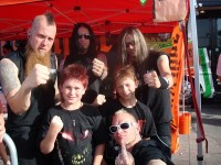 picture-Darrell-Roberts-Five-Finger-Death-Punch-metal-group-out-scene