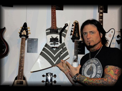jason-hook-new-guitar-gibson-explorer-jason-hook-m4-sherman-2013